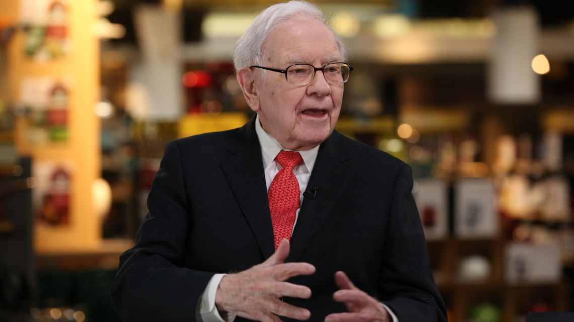 Warren Buffett likes stocks, sees no value in bitcoin and admits he messed up with Kraft