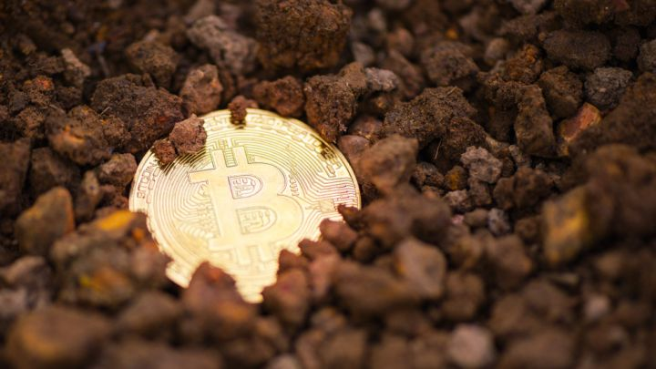 Crypto Professionals Predict $2,400 Bitcoin Bottom, Expect Infrastructure To Spark Bull Run