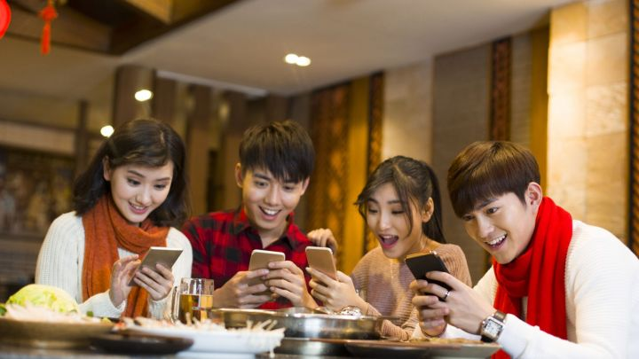 China's new social media craze: Paying people to shower you with over-the-top compliments