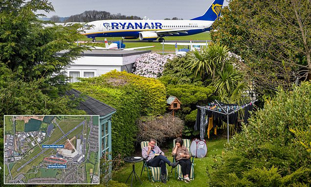 Grandmother sees 50 jets taxiing at the bottom of her GARDEN