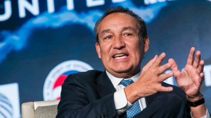 United Airlines CEO says the time has come to stop shrinking seats