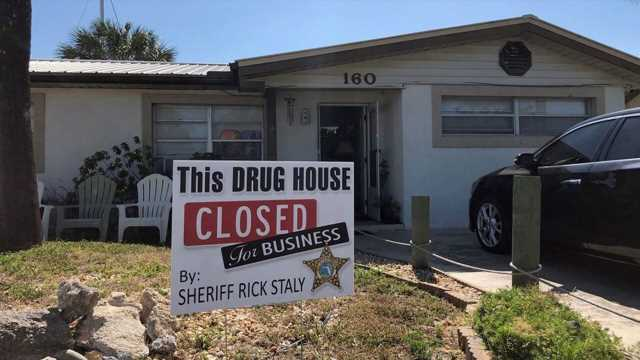 Florida sheriff's sign says 'This drug house is closed for business'