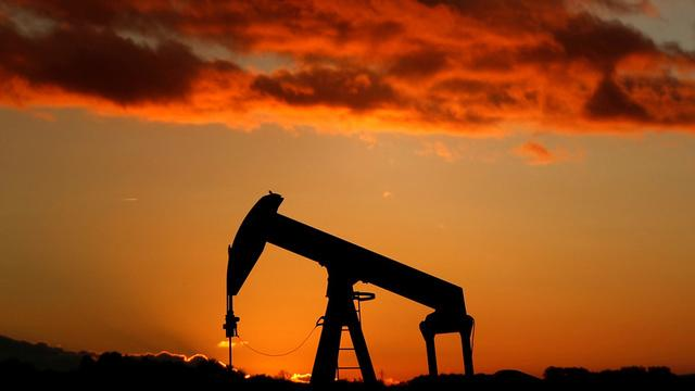 Brent crude inches up, U.S. oil falls on weak economic data