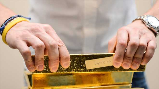 Gold looks to stretch gains to a third session as Fed's Powell sends dovish signals on rates