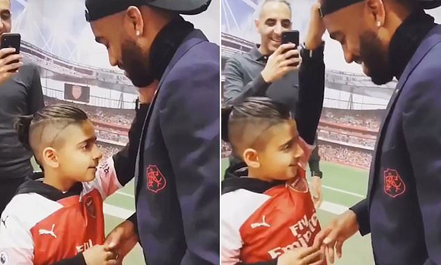 Blind nine-year-old boy touches the face of his Arsenal player hero