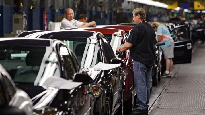 GM lays off 800 workers during switchover to electric vehicles at Detroit plant
