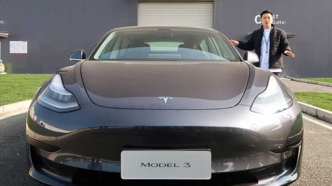 Tesla's stock dives after bearish analyst predicts deliveries miss