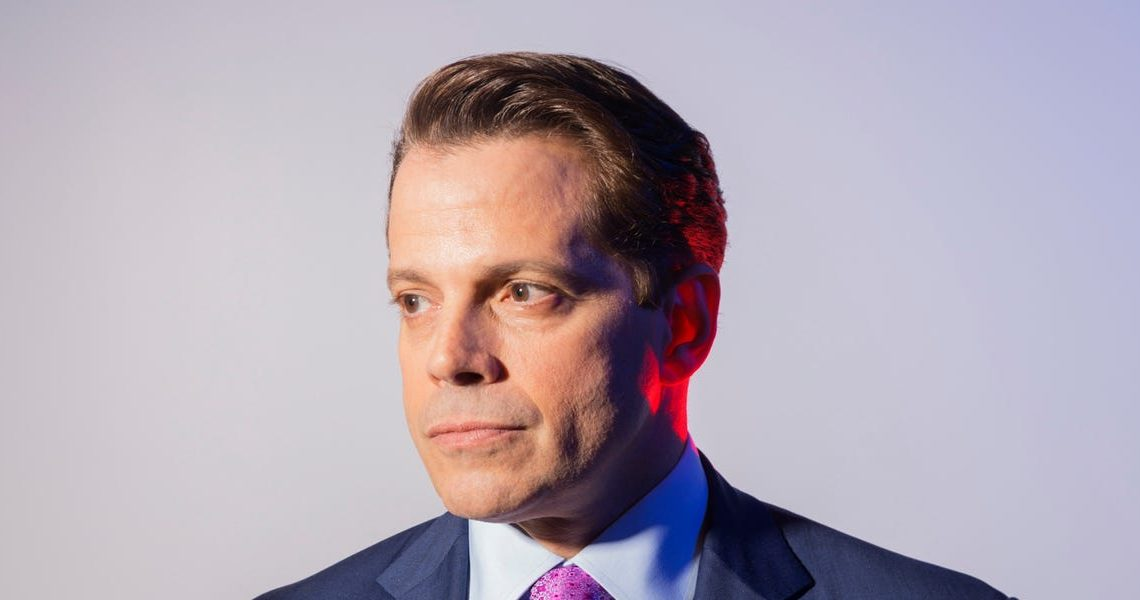 Investors are pulling up to $900 million from Anthony Scaramucci's SkyBridge after rocky performance and a sell recommendation from Merrill Lynch