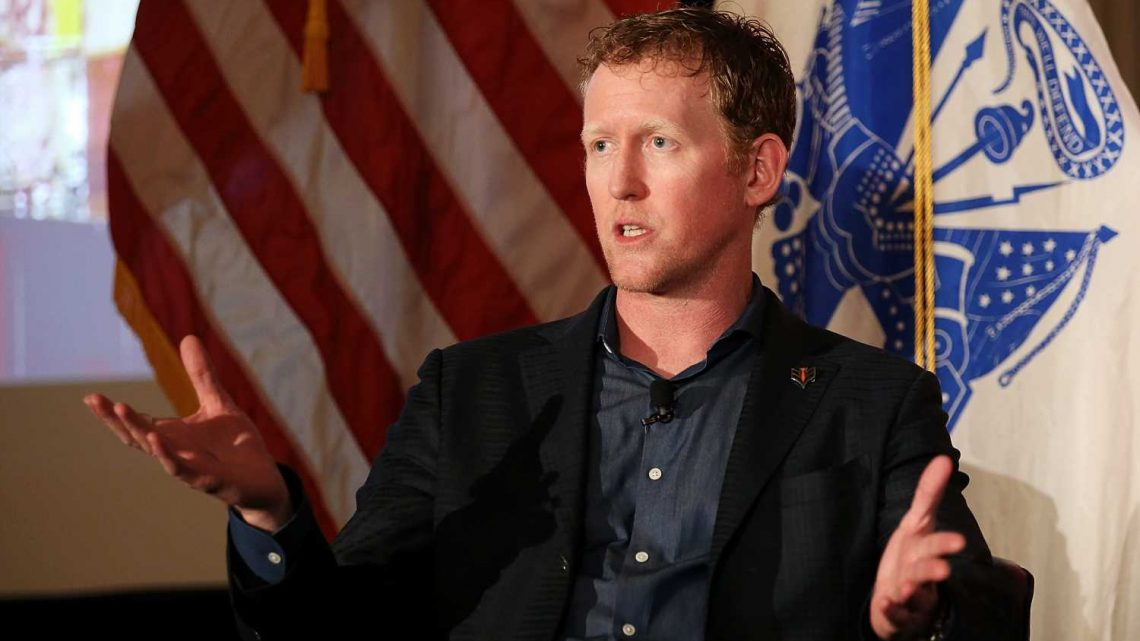 Ex-Navy SEAL in bin Laden raid is banned by Delta for refusing to wear mask