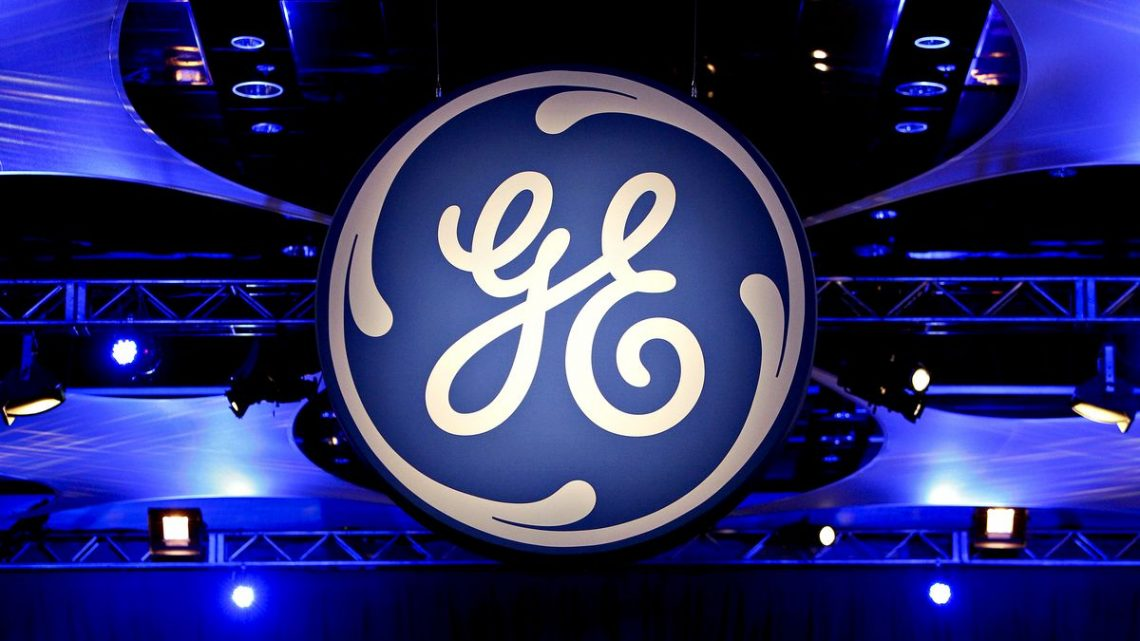 GE Eases CEO's Path to $230 Million Payout in Contract Extension