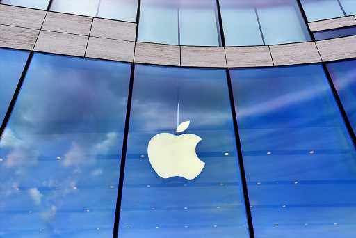 Coinbase CEO Criticizes Apple for Restrictive Policies on DeFi…