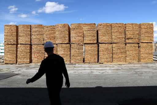 Homebuilder sentiment soars to record high, but lumber prices raise a red flag