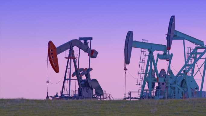 Top Energy Analysts See Oil Up 25% or More in 2021: 5 Top Stocks to Buy Now