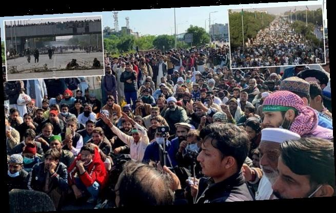 Islamist protesters demand Pakistan cuts all ties with France