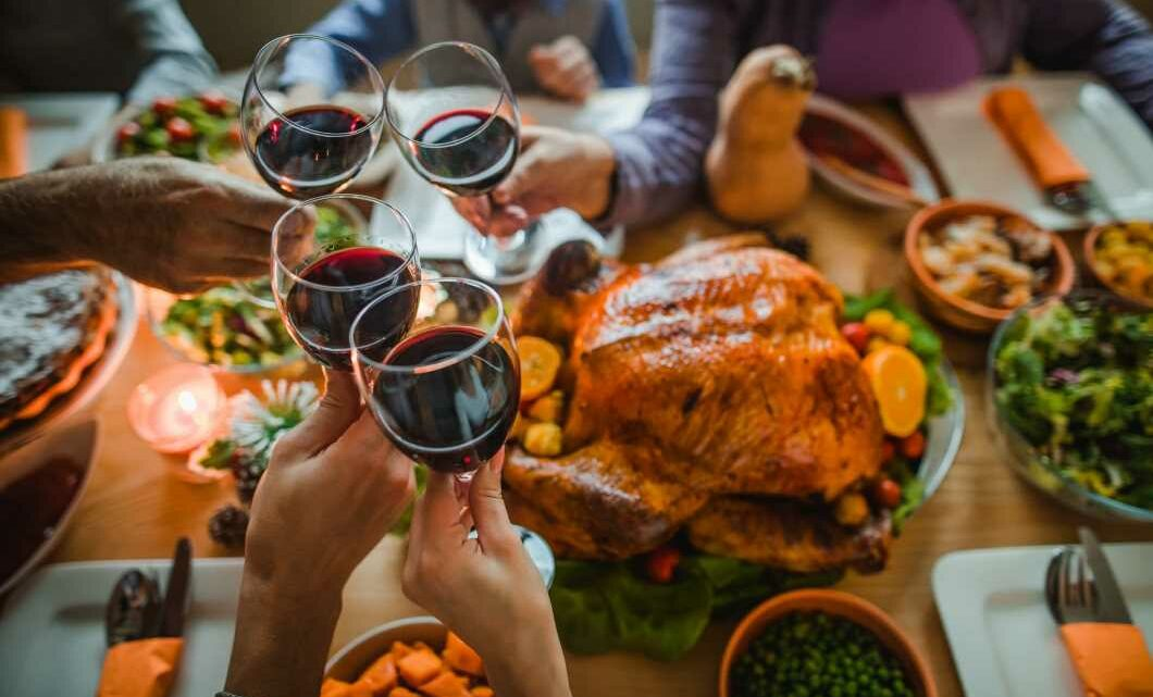 Here's how infectious disease doctors and public health experts are safely celebrating Thanksgiving this year