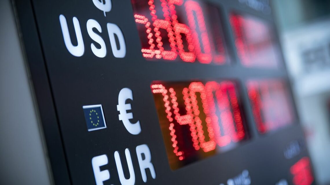 Dollar Loses to Euro as Payment Currency for First Time in Years