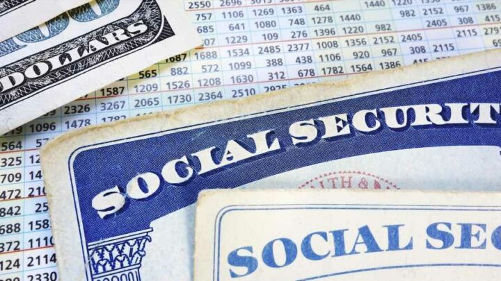 There's a proposal to pay Social Security benefits at a flat rate. Here's how it would work
