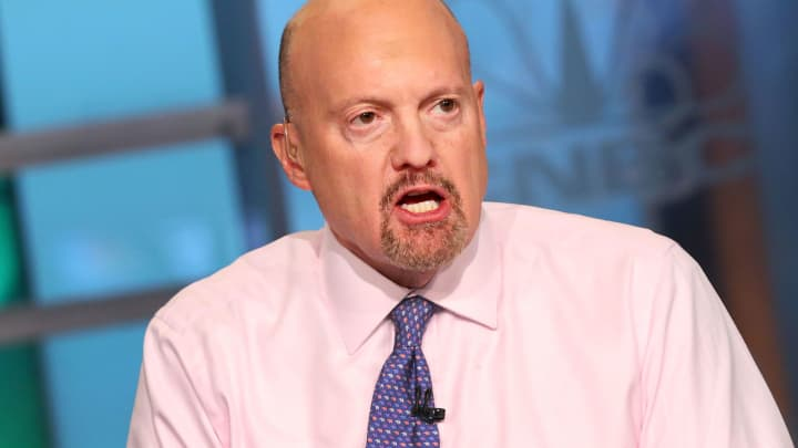 Cramer says he owns bitcoin, sees it as alternative to large cash positions, which make nothing