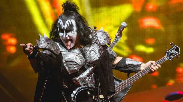 Rockstar and Kiss Bassist Gene Simmons Tells Fans He Bought Bitcoin and Other Cryptocurrencies – Bitcoin News