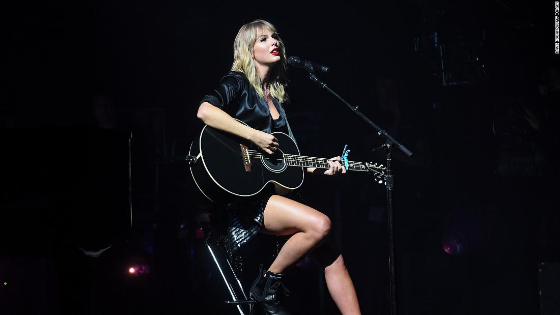 Taylor Swift set to drop re-recodred version of 'Love Story'
