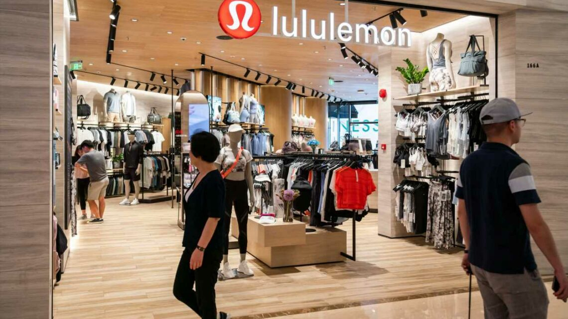 After Lululemon earnings, charts point to 'key technical juncture' for the stock