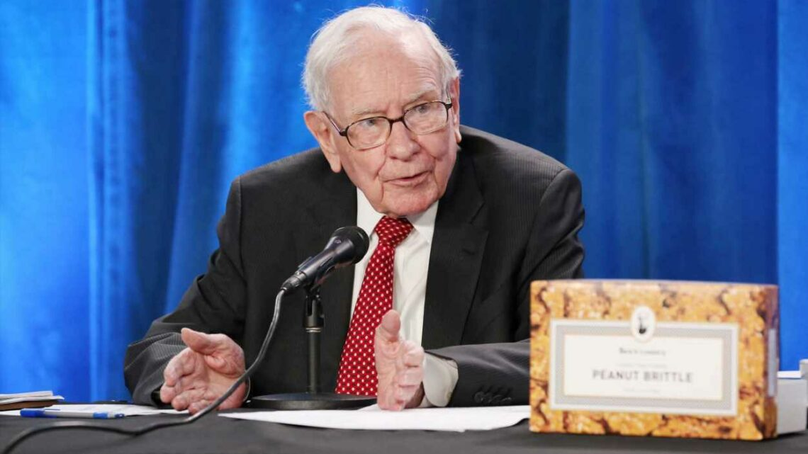 3 investing lessons Warren Buffett shared at the 2021 Berkshire Hathaway meeting