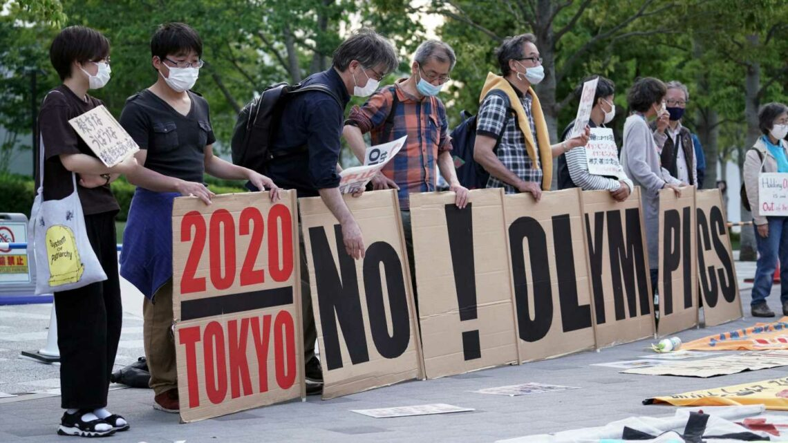Anti-Olympics protestor crashes International Olympic Committee news conference