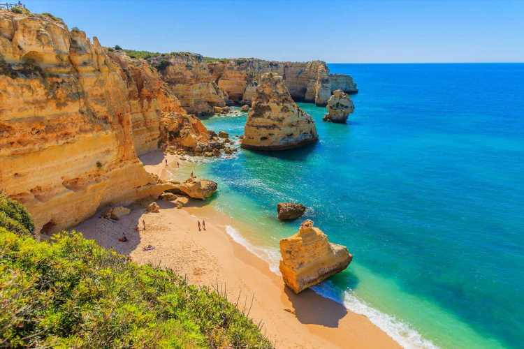 Brits hoping to jet off to Portugal next week face uncertainty as Portugal extends its lockdown