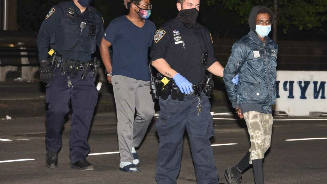 Suspect in subway slashing spree caught with victim's backpack and bloody knife