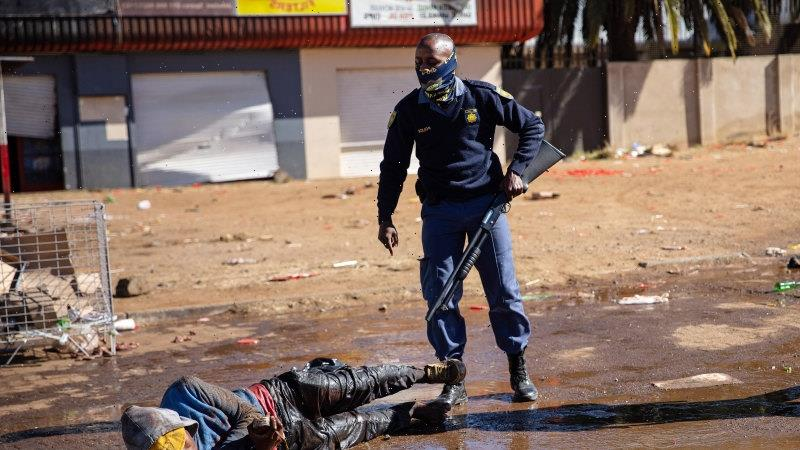 Death toll spirals in South Africa as desperation sets in