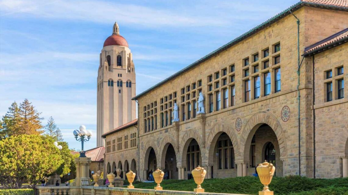 Researchers behind Stanford's most popular MBA class say the most successful relationships have these 6 traits. Do you have them?