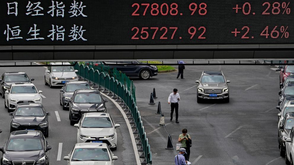 Global stocks mixed after Wall Street hits new high