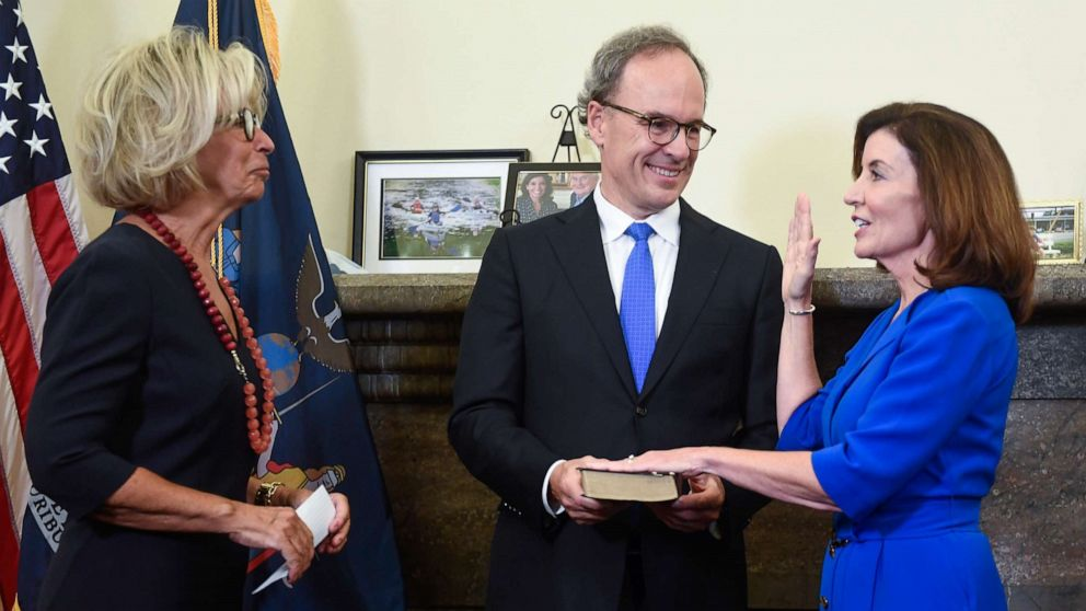 Kathy Hochul sworn in as 1st female New York governor
