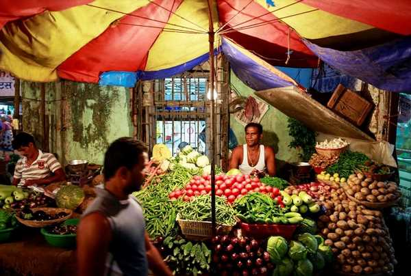 Prices of tomatoes, onions and potatoes to remain benign
