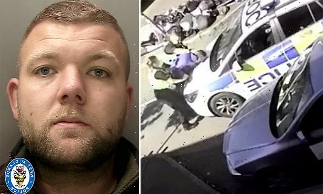 Police officer who was convicted of assault is sacked from the force