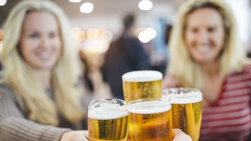 Regional pubs, restaurants push to reopen for fully-vaxxed