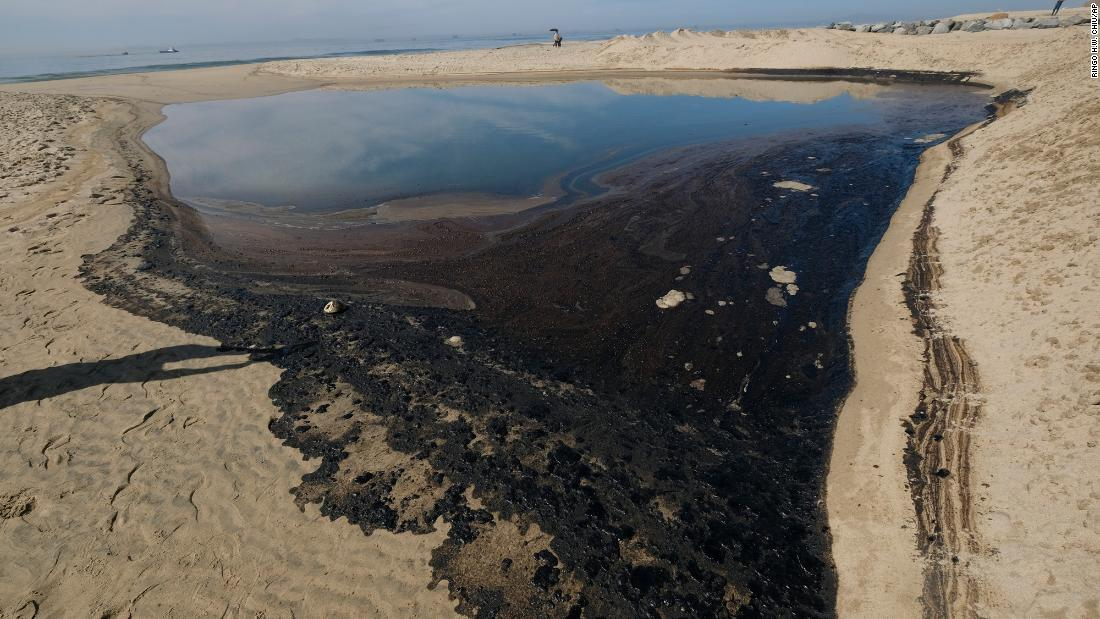 126,000 gallons of oil spilled off California coast